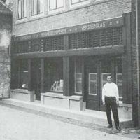 Het oude pand aan de Jan van Schaffelaarstraat, 1960.