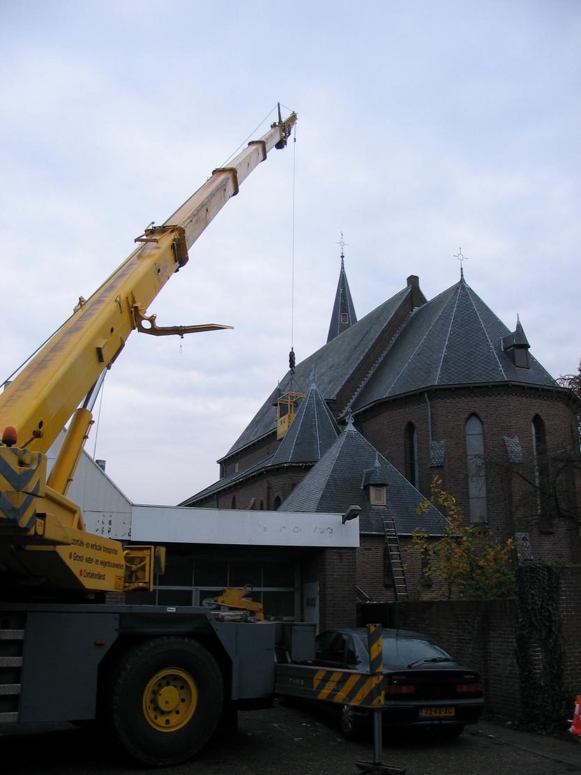 Catharinakerk te Barneveld. Meerjarenonderhoudsproject. Schilderwerk buiten met hoogwerkers. Opdrachtgever RKK.jpg