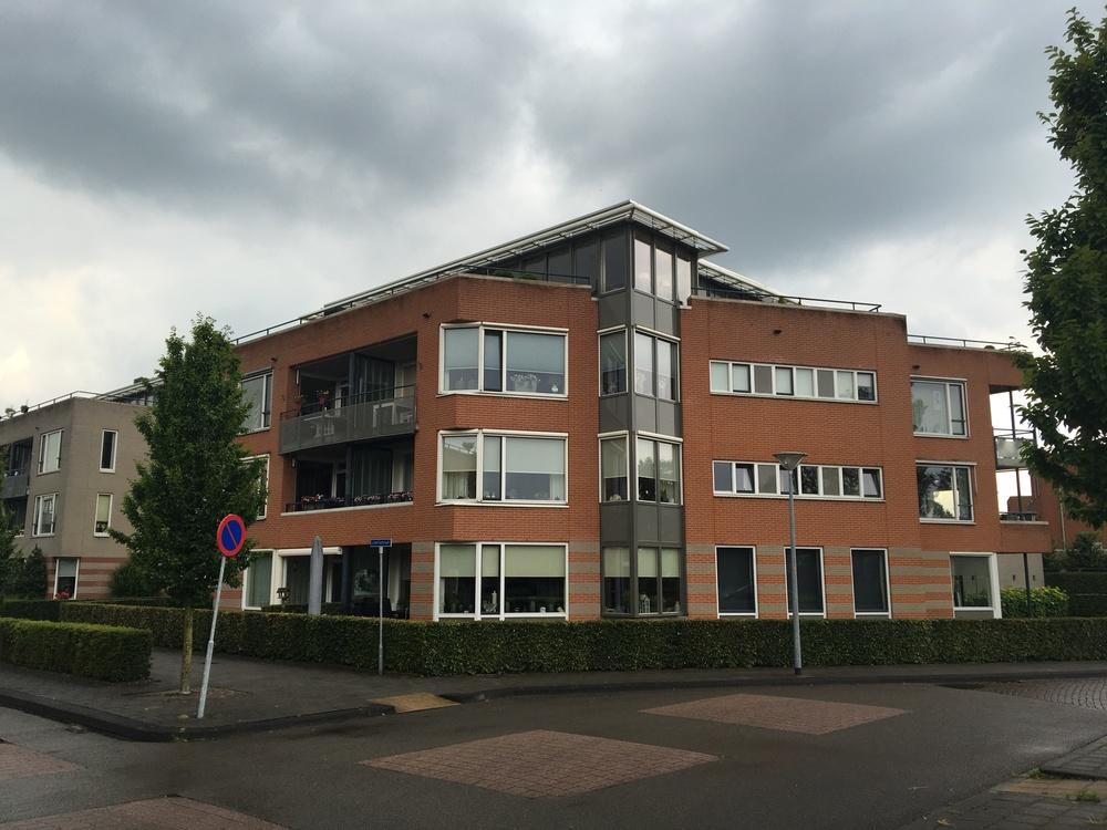 Appartementengebouw Lobeliastraat Barneveld. Vastgoedonderhoudsproject. Schilderwerk buiten, gevelonderhoud, onderhoud dilatatievoegen, coaten betontrappen. Opdrachtg. VvE.JPG