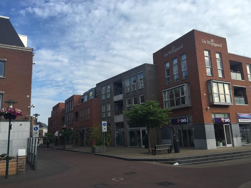 Appartementengebouw Raadhuisplein Barneveld Meerjarenonderhoudsproject Schilderwerk buien Opdrachtgever GMS gebouwenbeheerJPG.jpg